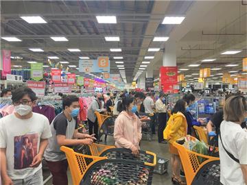 Chợ, siêu thị tại TP. HCM vẫn mở cửa bình thường từ 01/4