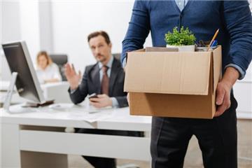 Nghỉ việc do bị chuyển làm việc khác, người lao động được gì?