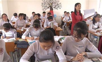 Từ 01/11, học sinh THCS, THPT được dùng điện thoại trên lớp