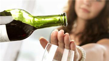 Ép rượu bị phạt đến 3 triệu!