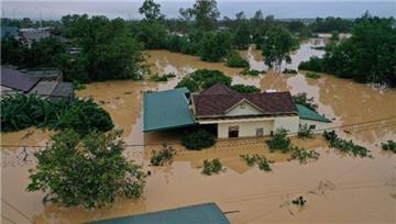 Cử 20-30 bác sỹ Hà Nội, TP.HCM đến hỗ trợ vùng bão lũ miền Trung