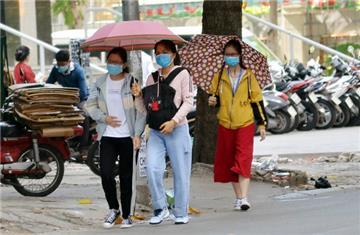Hà Nội: Người dân phải đeo khẩu trang khi ra khỏi nhà