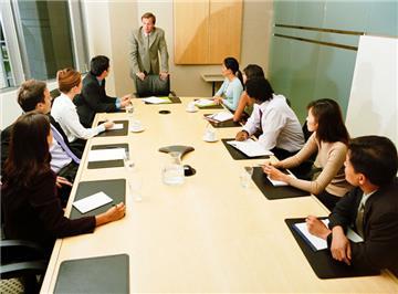 Có bắt buộc tổ chức cuộc họp Hội đồng quản trị tại trụ sở chính?