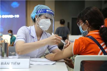 TP. HCM ưu tiên tiêm trước vắc xin Covid-19 cho trẻ từ 16 - 17 tuổi