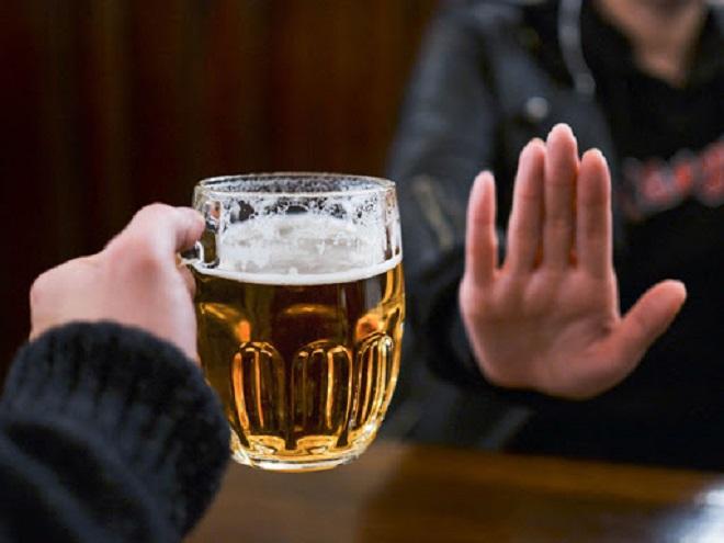 cấm uống rượu bia khi lái xe