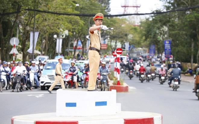 hiệu lệnh của người điều khiển giao thông