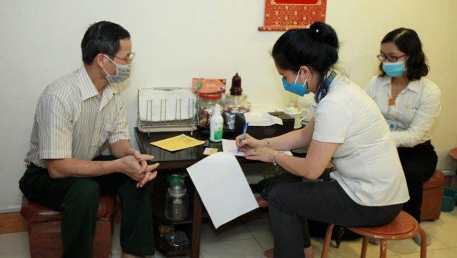 Hà Nội bắt đầu trả lương hưu tại nhà