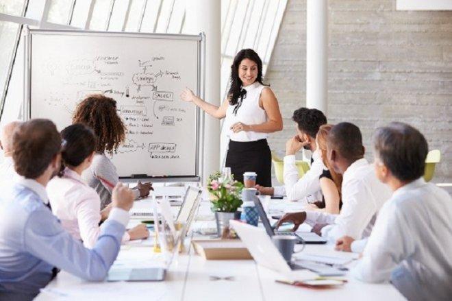 Làm việc không đúng hạn cam kết phải hoàn trả chi phí đào tạo?