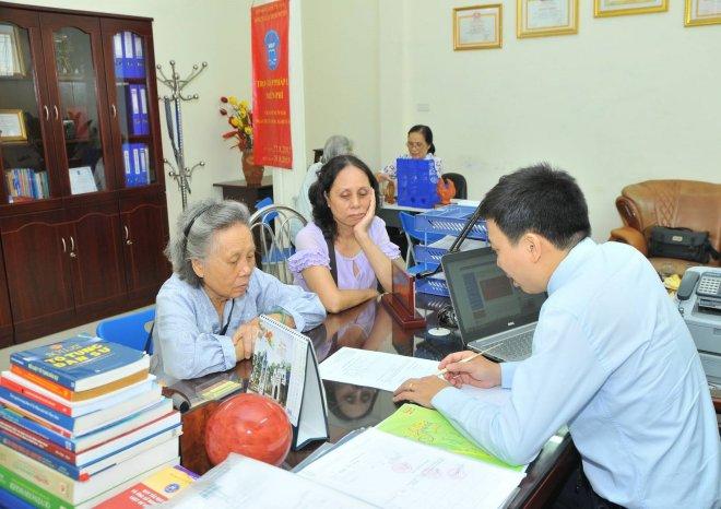 Trợ giúp pháp lý không được đòi hỏi lợi ích từ người được trợ giúp