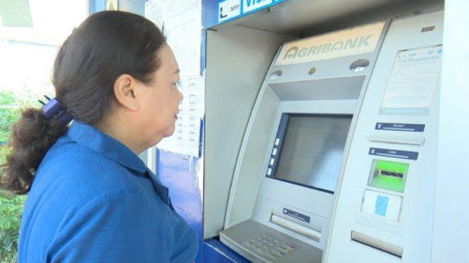 Hà Nội: Đẩy mạnh trả lương hưu, trợ cấp BHXH qua thẻ ATM