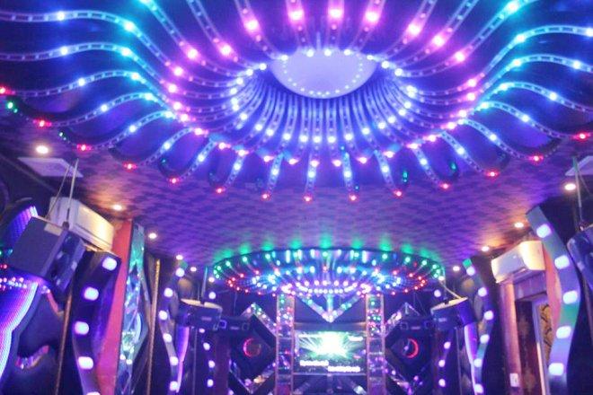 Cho phép mở lại dịch vụ karaoke, vũ trường