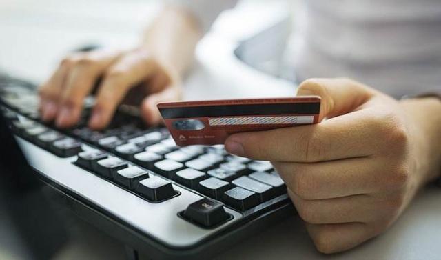 Phấn đấu năm 2021 có 50% số người nhận lương hưu qua thẻ
