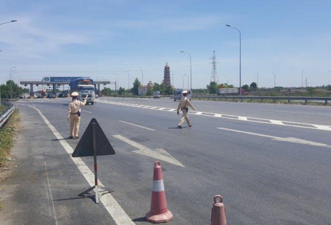 CSGT được dừng xe kiểm soát trên đường cao tốc