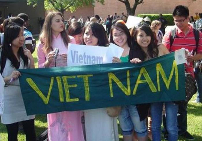 Các trường phải xem xét, tiếp nhận du học sinh Việt Nam về nước