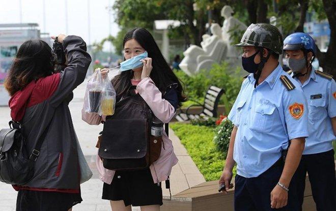Hà Nội: Xử phạt người không đeo khẩu trang nơi công cộng