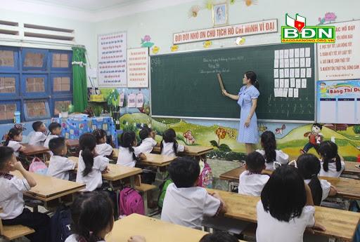 Giáo viên tiểu học không còn bị cấm dùng di động khi đang dạy học