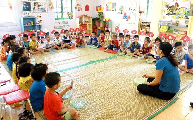 Giáo viên mầm non hợp đồng hưởng chế độ như viên chức hết 2021