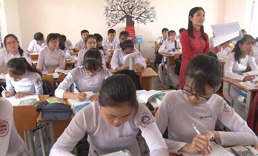 Từ 01/11, học sinh THPT được dùng điện thoại trong giờ học
