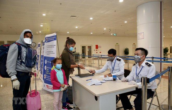giám sát người nhập cảnh vào Việt Nam
