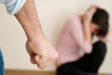 Công chức đánh vợ có thể bị đuổi việc từ 20/9/2020
