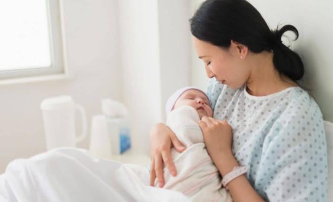 Lao động nữ sinh con đi làm sớm sẽ bị mất khoản tiền nghỉ dưỡng sức