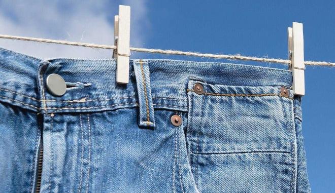 Bộ Nội vụ yêu cầu công chức không mặc quần bò đi làm