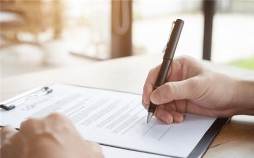 Bị lừa ký tên vào giấy trắng, nội dung sau đó có hiệu lực?