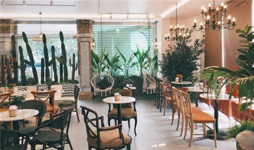 Hà Nội: Mở cửa trở lại nhà hàng, quán cà phê từ 0 giờ ngày mai