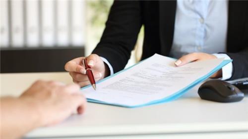 Có bắt buộc ký hợp đồng lao động bằng văn bản không?