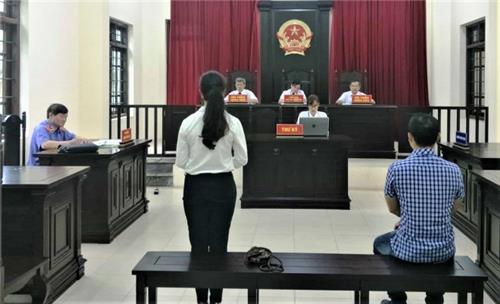 Tòa án tạm dừng nhận đơn khởi kiện và tiếp công dân trực tiếp