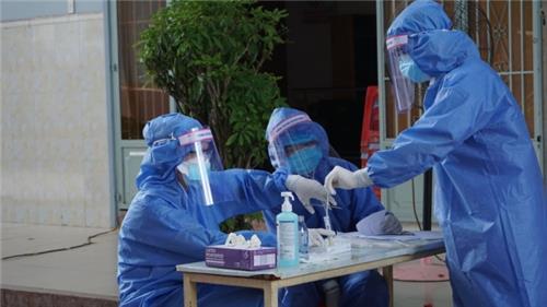 Nhà thuốc bán test nhanh phải đăng ký kinh doanh trang thiết bị y tế