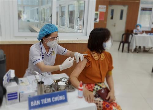 Không giới hạn số người tiêm vắc xin Covid-19 mỗi ngày tại TP.HCM