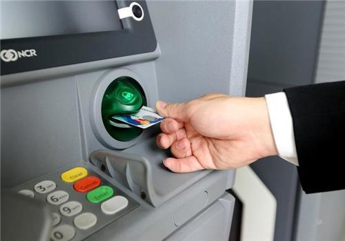Yêu cầu giảm phí giao dịch trên ATM, chuyển khoản liên ngân hàng