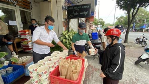 Thủ tướng: Cấp miễn phí lương thực cho người dân nơi giãn cách
