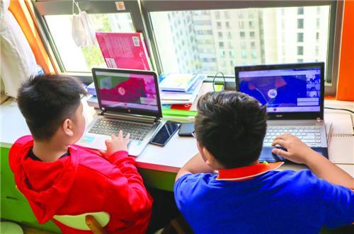 Các tỉnh rà soát danh sách học sinh khó khăn để hỗ trợ máy tính